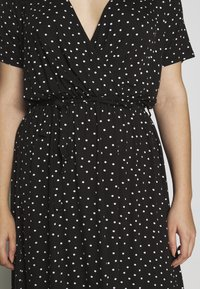 Dorothy Perkins Curve - WRAP SPOT  - Robe longue - black/white - 6