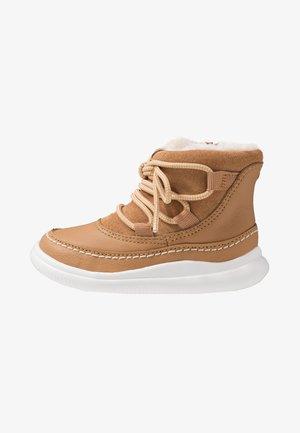 CLOUD ALPINE - Baby shoes - tan
