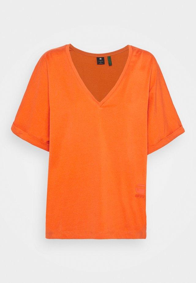 JOOSA V-NECK TEE - T-shirt basic - acid orange
