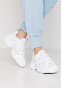 adidas Originals - EQT GAZELLE  - Matalavartiset tennarit - footwear white - 0