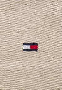 Tommy Hilfiger - FLAG BUCKET HAT - Klobouk - beige - 2