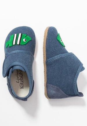 BABYKLETT FISCH - First shoes - marine