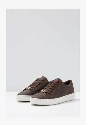KEATON LACE UP - Matalavartiset tennarit - brown