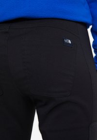 The North Face - UTLTY HIKE - Pantalon classique - black - 6