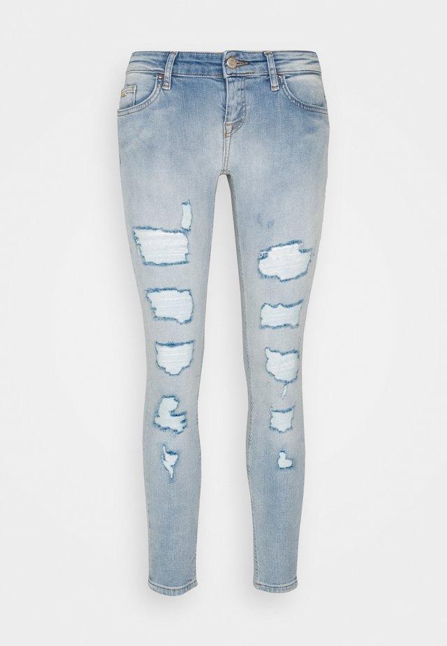 ONLCORAL LOW DESTROYD - Jeans Skinny Fit - light blue denim