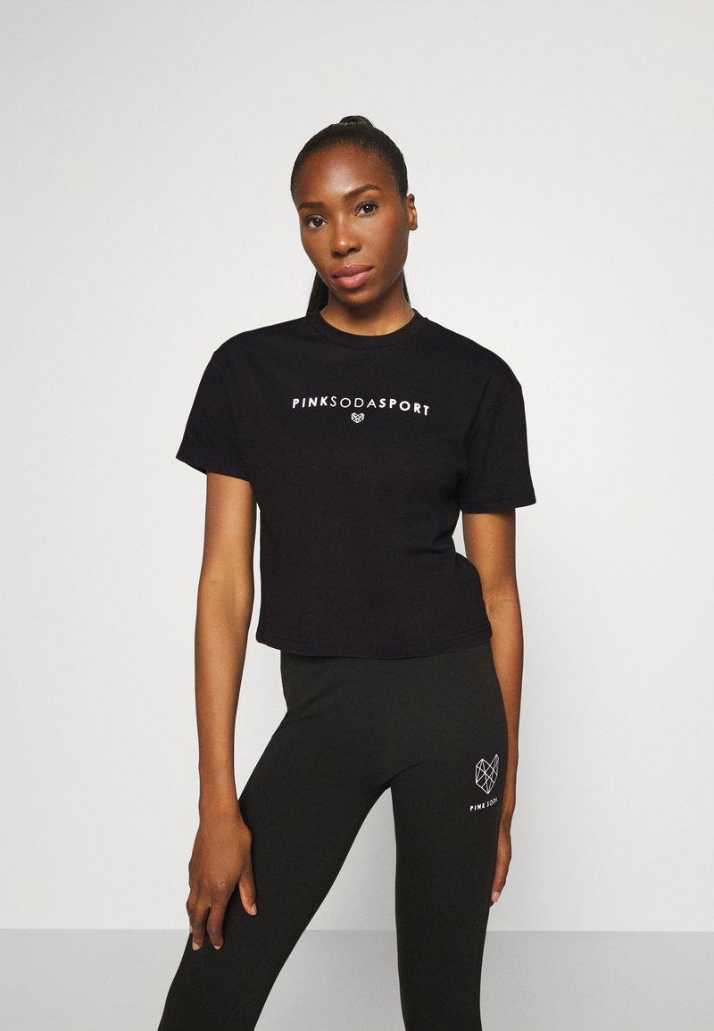 Pink Soda - FULLER CROP TEE - Print T-shirt - black