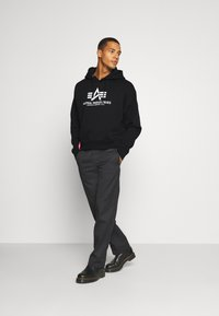 Alpha Industries - BASIC HOODY - Sweatshirt - black - 1