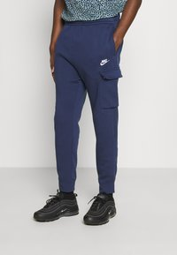 Nike Sportswear - CLUB PANT - Cargohose - midnight navy/white - 0