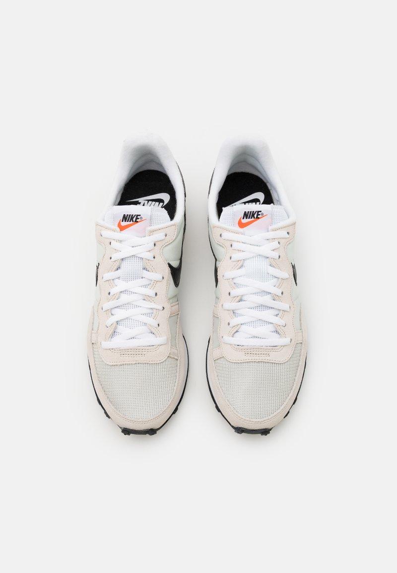 horizonte calibre Mariscos  Nike Sportswear CHALLENGER OG UNISEX - Zapatillas - light  bone/black/white/negro - Zalando.es