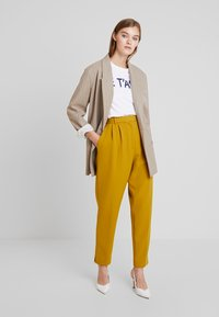 French Connection - ALIDO SUNDAE  - Trousers - citronelle - 1