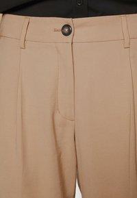Opus - Spodnie materiałowe - soft ginger - 3