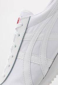 Onitsuka Tiger - NEW YORK INUSEX  - Sneakersy niskie - white - 5