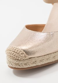 Tata Italia - Sandalen met hoge hak - gold - 2