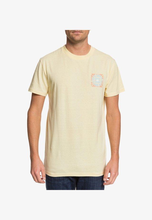 DC SHOES™ SHATTERED - T-SHIRT FÜR MÄNNER EDYZT04099 - T-shirt imprimé - sunlight