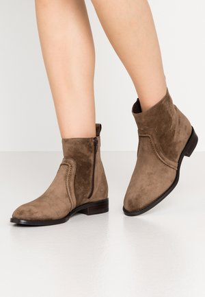 MELANIA - Classic ankle boots - bison