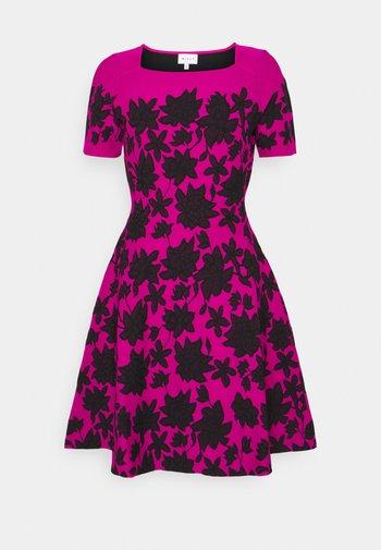 DRESS - Day dress - magenta/black