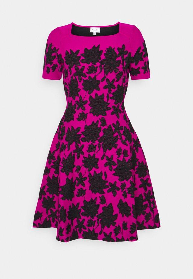 DRESS - Korte jurk - magenta/black