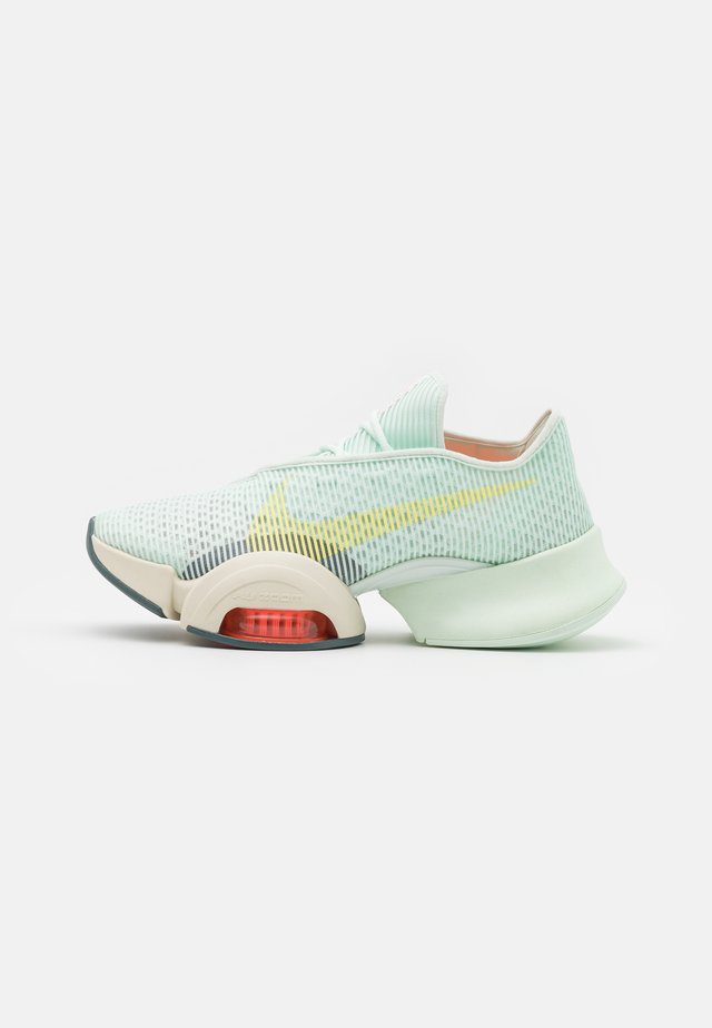 AIR ZOOM SUPERREP 2 - Obuwie treningowe - barely green/light zitron/bright mango/pale ivory/hasta