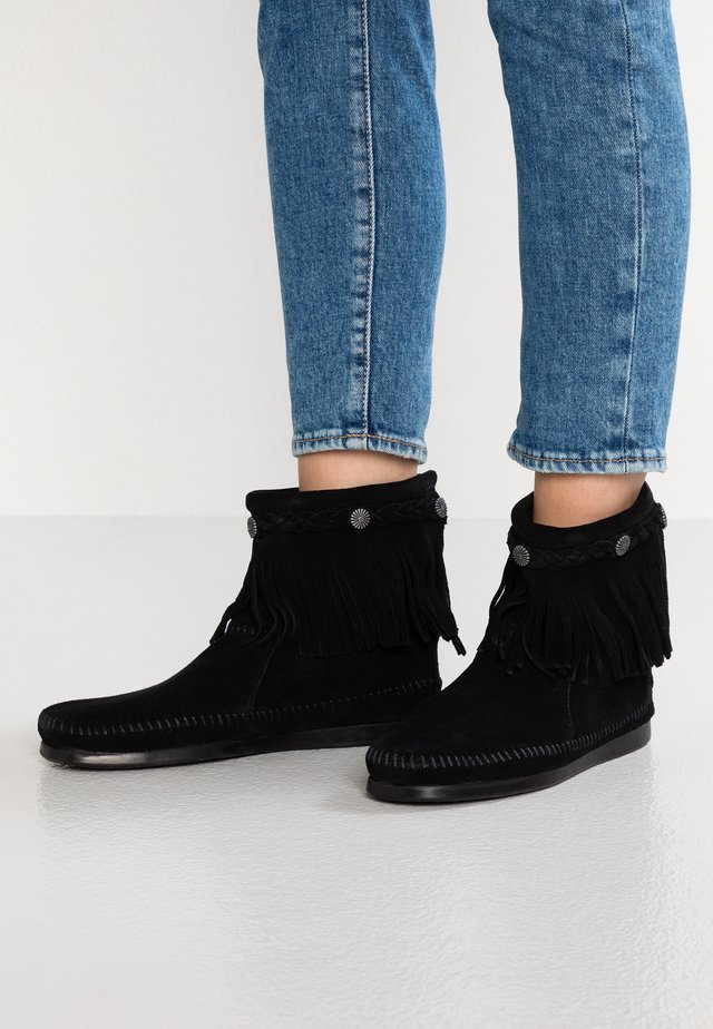 HI TOP BACK ZIP ANKLE BOOT - Korte laarzen - black