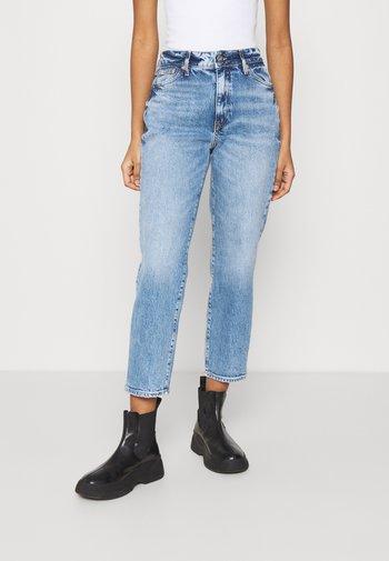Straight leg jeans - light