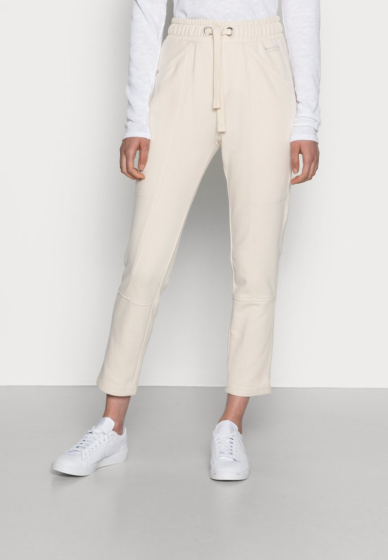Marc O'Polo - PANTS CUTLINES ELASTIC WAISTBAND - Tracksuit bottoms - chalky sand