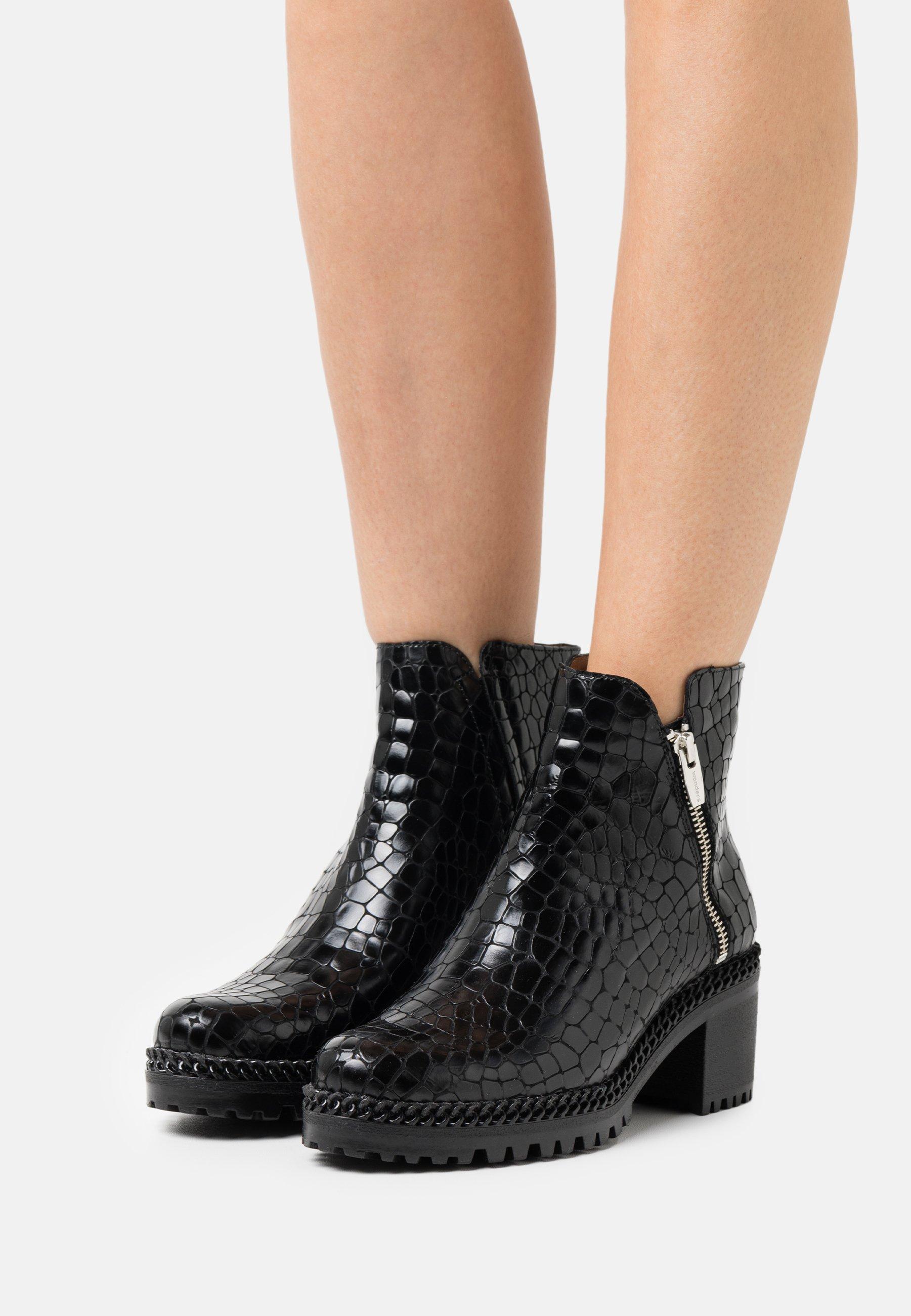 Women Platform ankle boots - brown