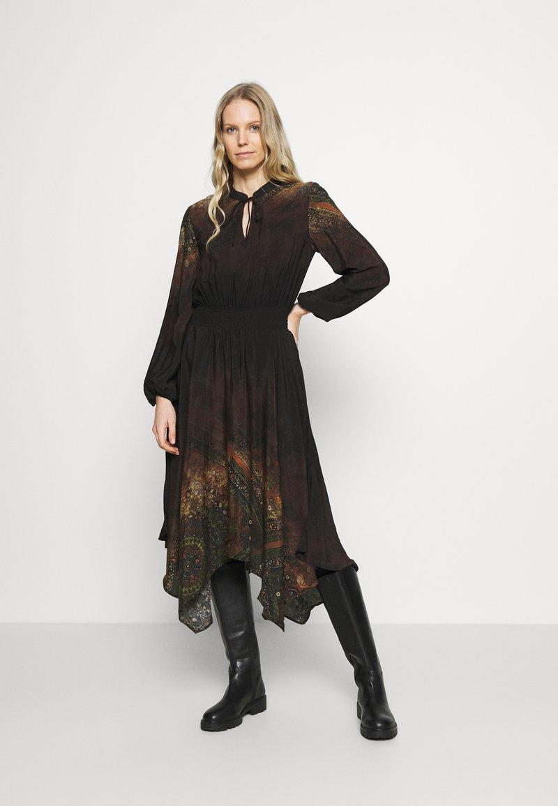 Desigual - VEST MILAN - Denní šaty - black