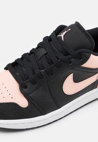 Jordan - AIR 1 - Sneakers basse - black/arctic orange/white - 5
