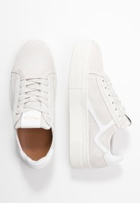 Selected Femme - SLFANNA RETRO TRAINER - Sneakers - white - 3