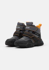 Geox - NEVEGAL BOY ABX - Śniegowce - dark grey/yellow - 1