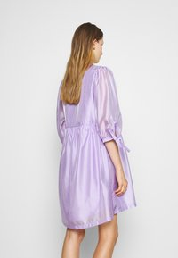 DESIGNERS REMIX - ENOLA WRAP DRESS - Robe d'été - lavender - 2