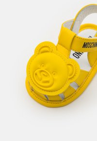 MOSCHINO - UNISEX - First shoes - yellow - 5