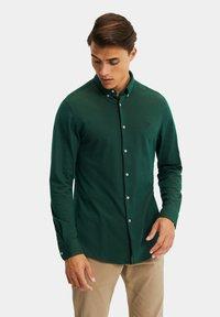 WE Fashion - SLIM FIT - Camicia - dark green - 0