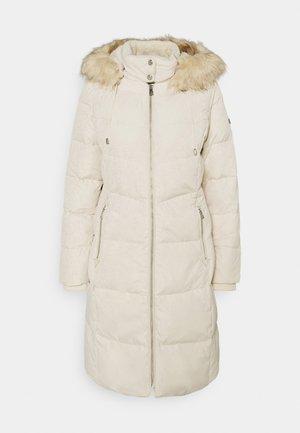 HAND COAT HOOD - Kabát zprachového peří - moda cream