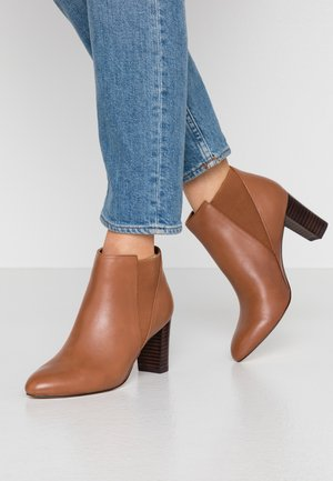 LEATHER BOOTIES - Stivaletti - cognac
