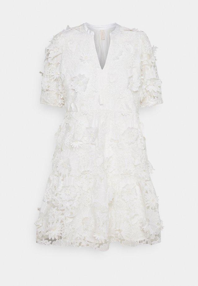 YASBILLA DRESS - Vestido informal - star white