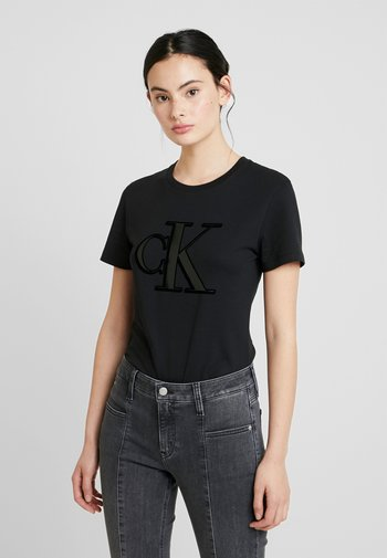 MONOGRAM SLIM TEE - T-shirt z nadrukiem - black