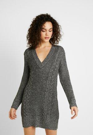CABLE DRESS - Pouzdrové šaty - silver