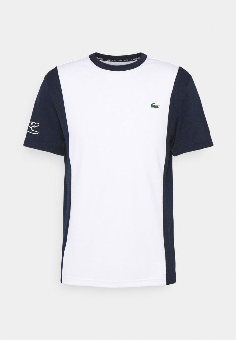 Lacoste Sport - TENNIS BLOCK - Print T-shirt - white/navy blue
