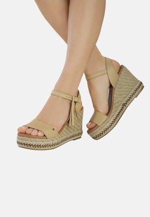 PIETRA  - Sandalen met sleehak - beige