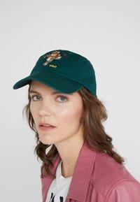 Polo Ralph Lauren - CLASSIC SPORT CAP BEAR - Cap - college green - 4