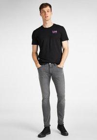Lee - CHEST LOGO  - Print T-shirt - black - 1