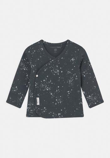 BABY TEE OVERLAP LYONI UNISEX - Cardigan - dark slate