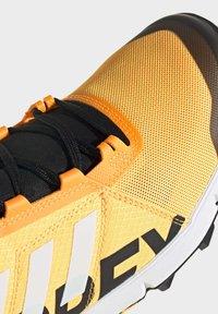 adidas Performance - TERREX SPEED TRAIL RUNNING SHOES - Obuwie do biegania Szlak - gold - 5