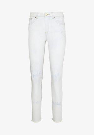 ONLHUSH MID RAW TIE DYE - Jeans Skinny Fit - light blue denim