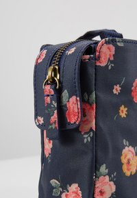 Cath Kidston - MINI BUSY BAG UPDATE - Umhängetasche - navy - 6