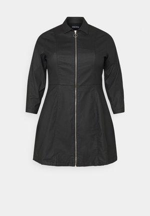 PCROXY ZIP COATED DRESS - Denní šaty - black