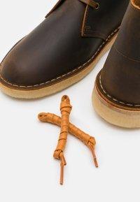 Clarks Originals - DESERT BOOT - Casual lace-ups - camel - 5