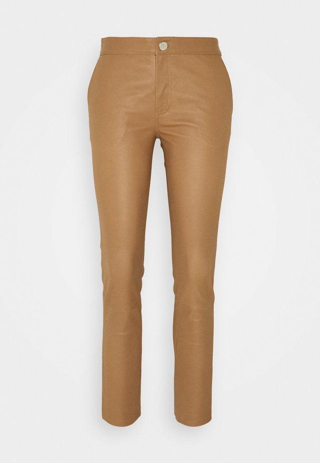 LEYA - Leren broek - golden camel