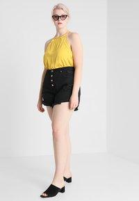 Glamorous Curve - GLAMOROUS CURVE - Shorts di jeans - black - 1